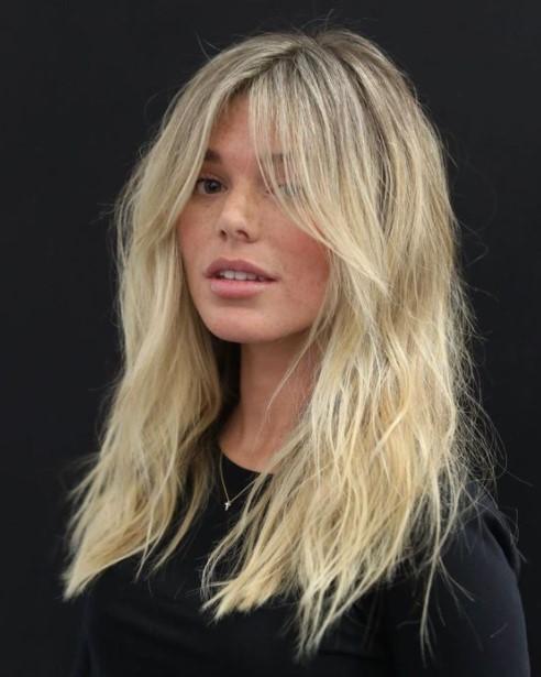 ξανθά μαλλιά φραντζάκια κουρέματα κολακεύουν στρογγυλό πρόσωπο