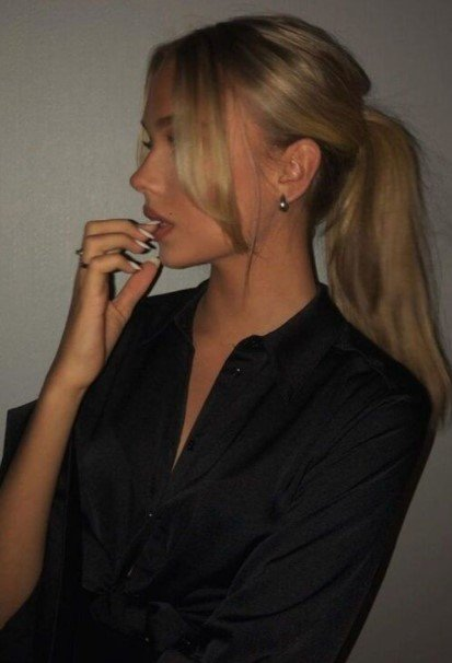 ξανθά μαλλιά κότσο φραντζάκια κουρέματα κολακεύουν στρογγυλό πρόσωπο
