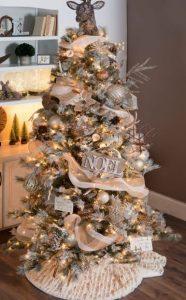 λευκό χρυσό χριστουγεννιάτικο δέντρο
