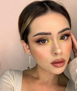 makeup με κίτρινη σκιά