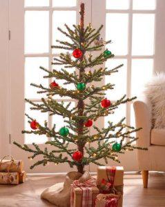 μικρό μίνιμαλ χριστουγεννιάτικο δέντρο