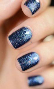 μπλε αστραφτερά νύχια