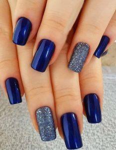 μπλε σκούρα νύχια