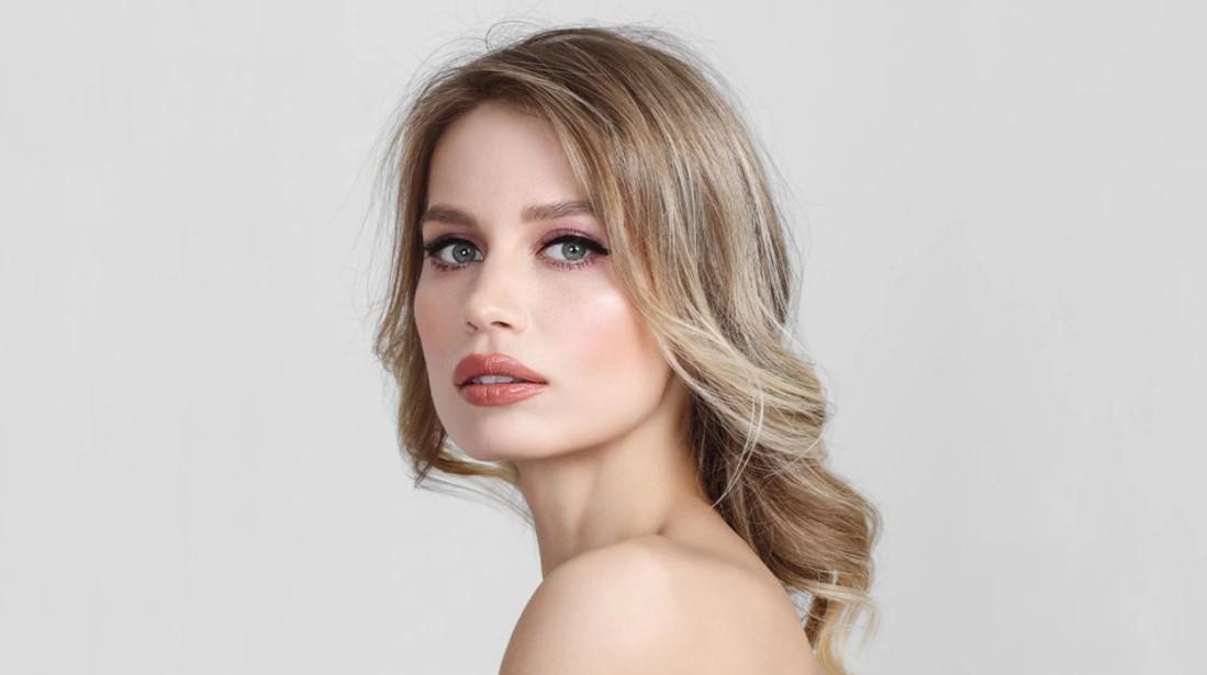 nude κραγιόν eyeliner ροζ σκιά μακιγιάζ χλωμή επιδερμίδα