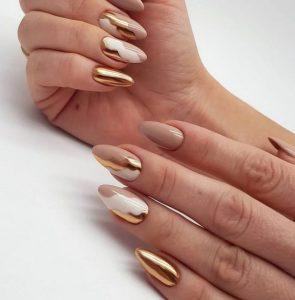 νύχια με χρυσά σχέδια