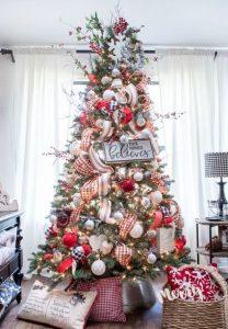 χαρούμενο χριστουγεννιάτικο δέντρο