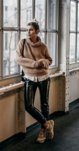χειμερινό ντύσιμο με βινύλ παντελόνι