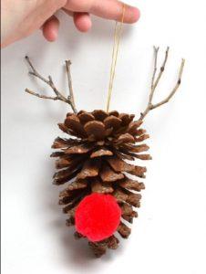 χριστουγεννιάτικο στολίδι από κουκουνάρι