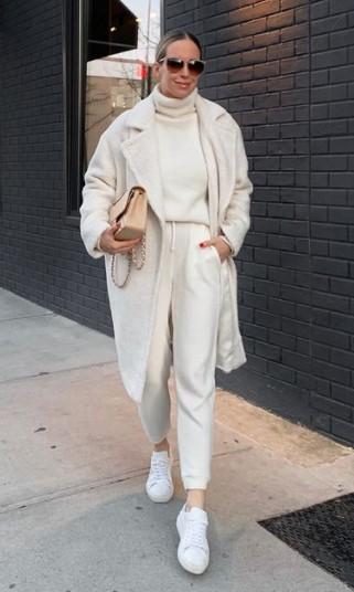 άσπρο παλτό άσπρα ρούχα κομμάτια χειμερινές εκπτώσεις