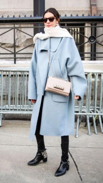 baby blue παλτό μπεζ τσάντα κομμάτια χειμερινές εκπτώσεις