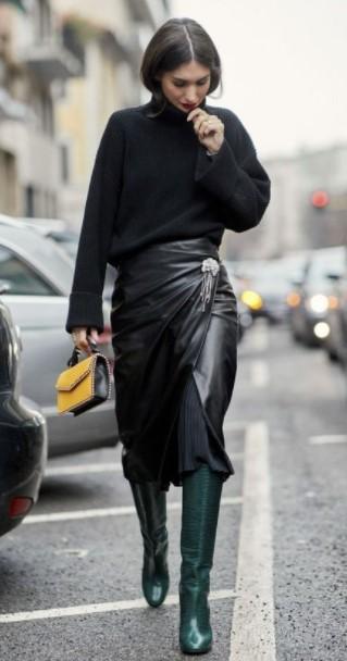 δερμάτινη φούστα μαύρο πουλόβερ κομμάτια χειμερινές εκπτώσεις