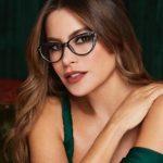 γυναίκα εντυπωσιακή με γυαλιά οράσεως