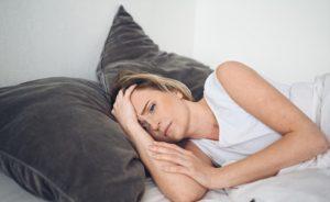γυναίκα που δεν μπορεί να κοιμηθεί