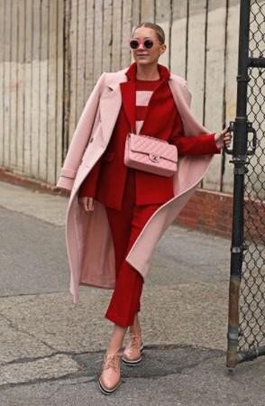 κόκκινο κοστούμι ροζ παλτό χρωματικοί συνδυασμοί ρούχα ακριβά