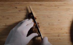 κόβω περιμετρικά κρέας