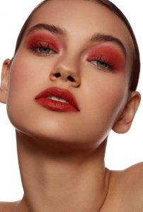 μακιγιάζ σε κόκκινες αποχρώσεις