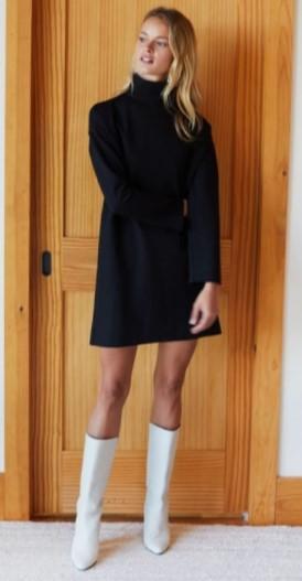 μαύρο φόρεμα με λευκές μπότες