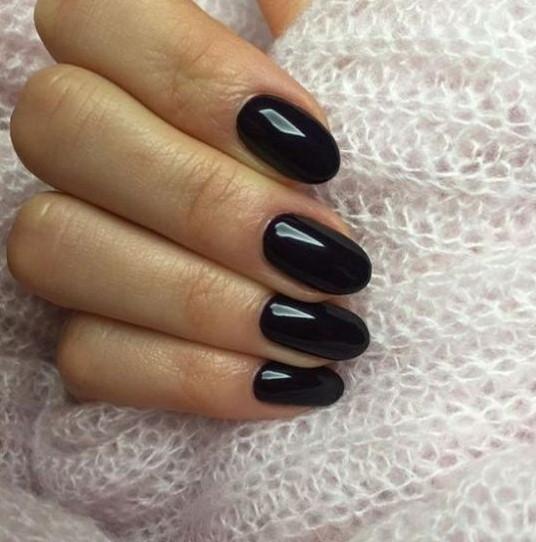 οβάλ νύχια μαύρα σχήμα νυχιών