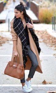 παλτό και sneakers