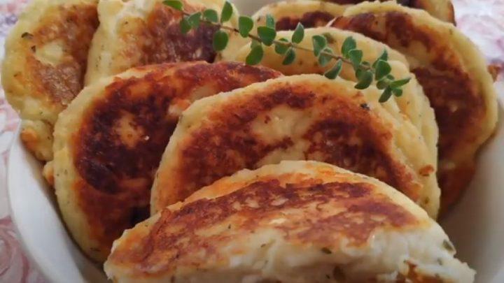 Συνταγή για πεντανόστιμα πατατοπιτάκια με φέτα!