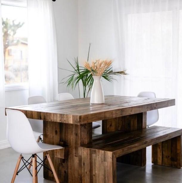 τραπεζαρία με ξύλινο πάγκο
