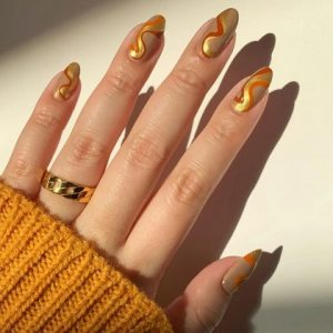 χρυσα νυχια με χρωμα