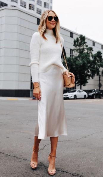 άσπρη φούστα σατέν άσπρο πουλόβερ χειμωνιάτικο λευκό outfit