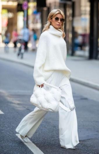 άσπρο φαρδύ παντελόνι πλεκτή μπλούζα