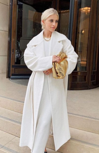 άσπρο φόρεμα άσπρο παλτό χειμωνιάτικο λευκό outfit