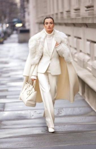 άσπρο κοστούμι