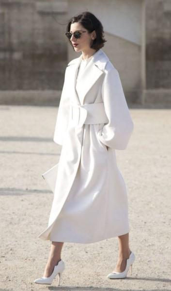 άσπρο μακρύ παλτό άσπρο φόρεμα