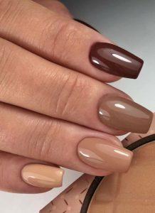 καφέ nude νύχια