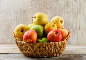 καλάθι γεμάτο φρούτα