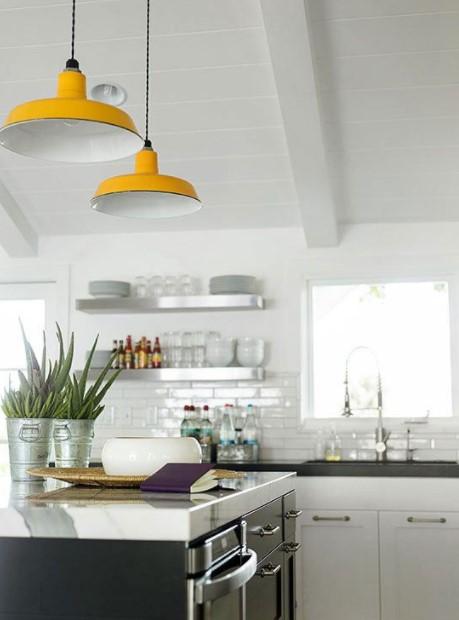 κίτρινα φωτιστικά κουζίνα