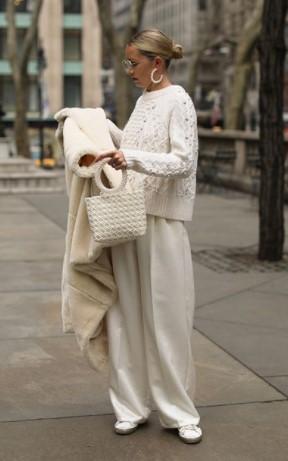 λευκό παντελόνι λευκό παλτό χειμωνιάτικο λευκό outfit