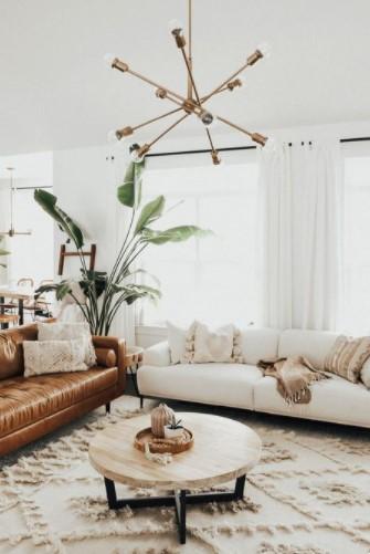άσπρος καναπές άσπρη κουρτίνα