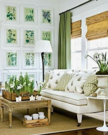 άσπρος καναπές με πράσινα στοιχεία