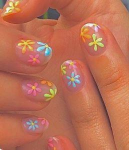 λουλουδενια νυχια