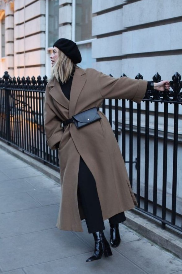 μακρύ καφέ παλτό