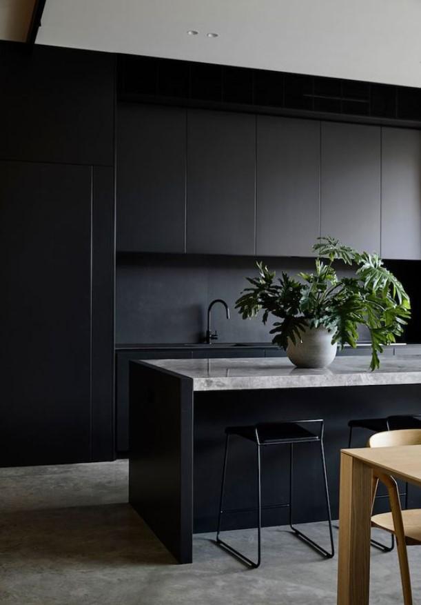 μαύρο χρώμα στη κουζίνα