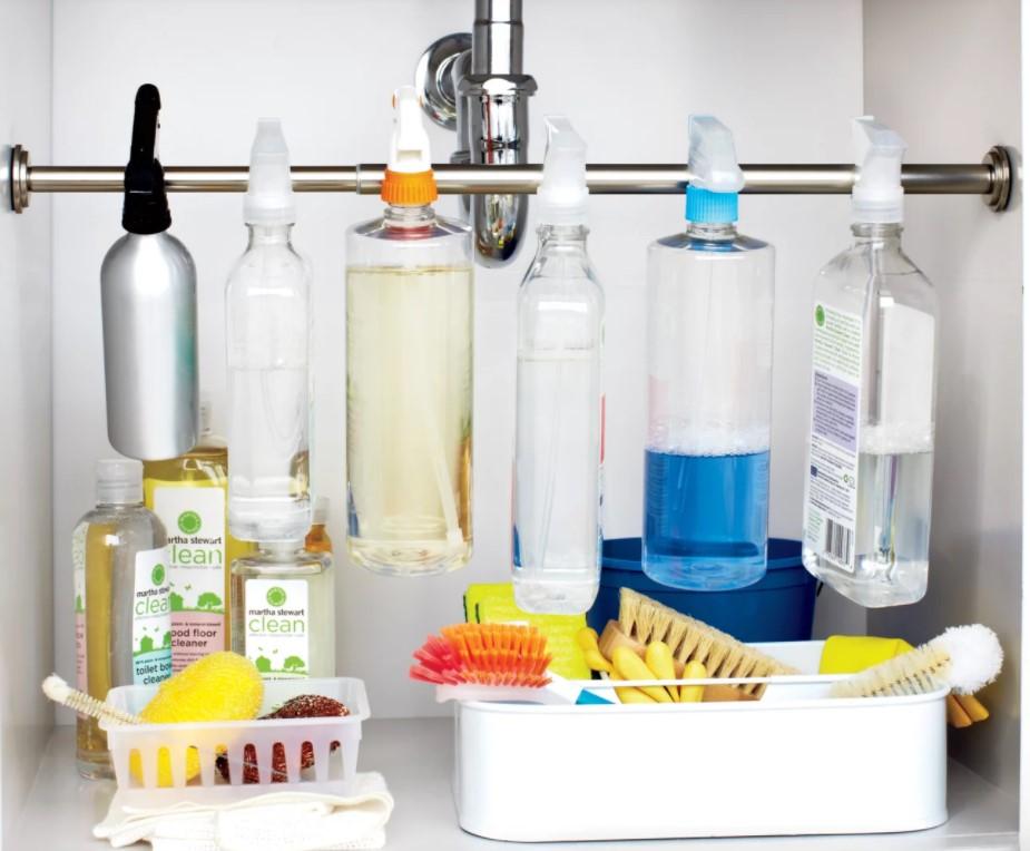 βέργα με καθαριστικά κουζίνας