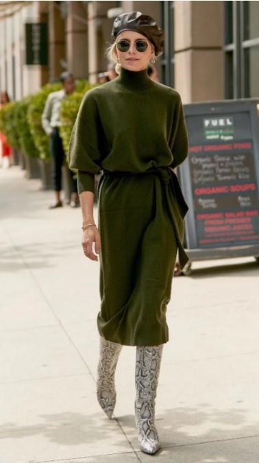 πλεκτό φόρεμα με ζώνη στη μέση και μπότες