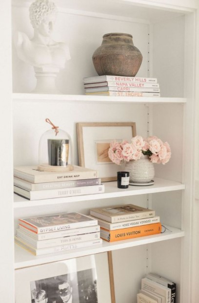 ράφια βάζα ροζ λουλούδια διακόσμηση λουλούδια σαλόνι