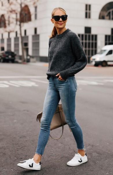 skinny jeans sneakers