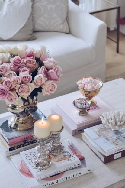 τραπέζι βιβλία ανθοδέσμη διακοσμήσεις τραπεζάκι σαλονιού