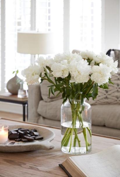 βάζο άσπρα λουλούδια