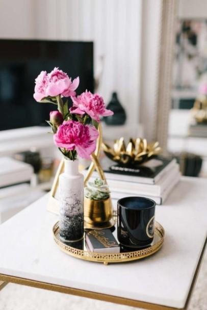 βάζο ροζ λουλούδι δίσκος τραπέζι