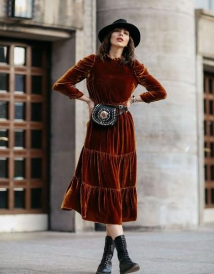 βελούδινο μπορντό φόρεμα καπέλο χειμωνιάτικα φορέματα