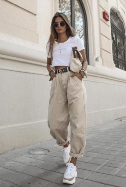 φαρδύ παντελόνι κοντή μπλούζα
