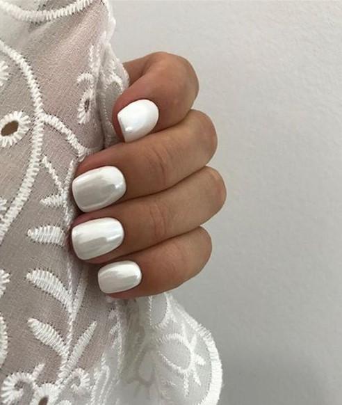 γυαλιστερά νύχια άσπρα